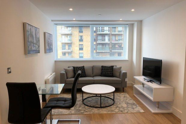 1 bed flat to rent in South Street, Romford RM1