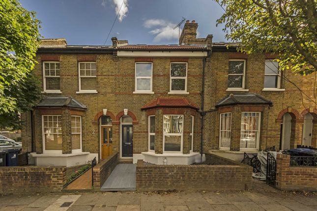 Thumbnail Flat for sale in Leythe Road, London