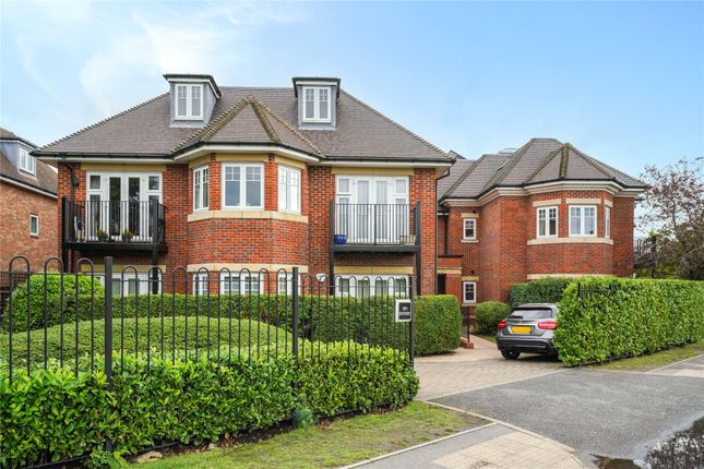 3 bed flat for sale in Between Streets, Cobham KT11