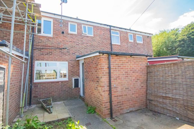3 bed terraced house to rent in Harlech Close, Hull HU7