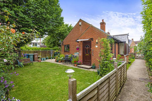 2 bed bungalow for sale in Wolvercote, North Oxford OX2