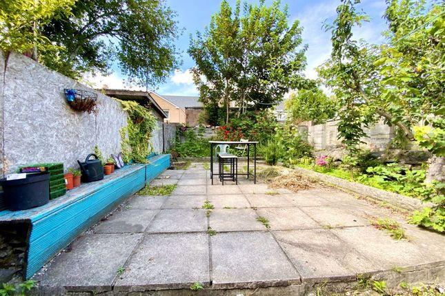 Thumbnail Flat to rent in Ruby Street, Adamsdown, Cardiff