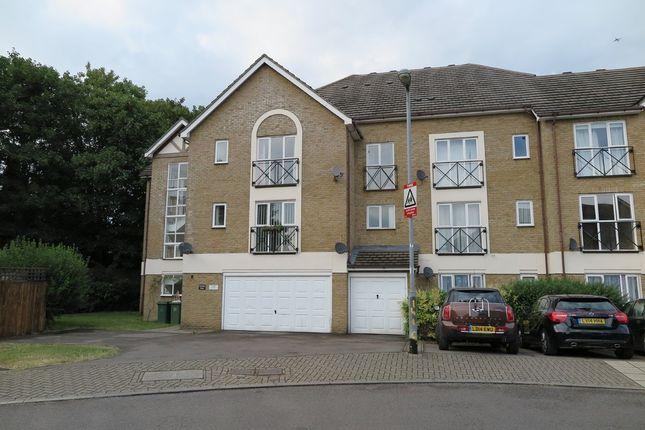 Thumbnail Flat to rent in Farrow Lane, London