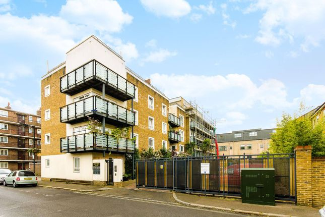 Thumbnail Flat to rent in Spectrum Place, Elephant And Castle