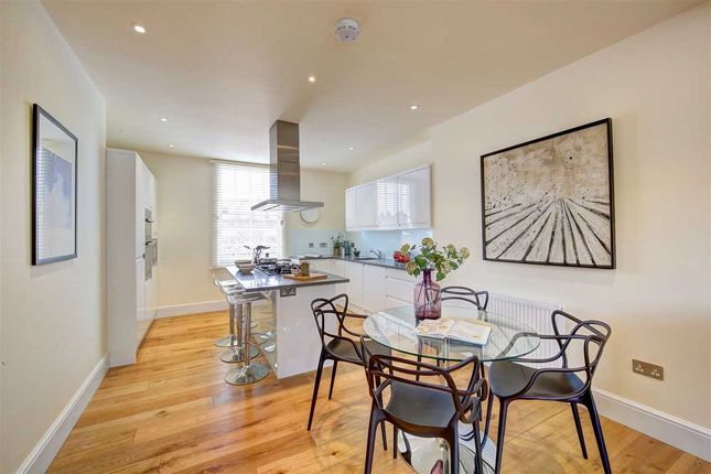 2 bed flat for sale in Brixton Hill, London