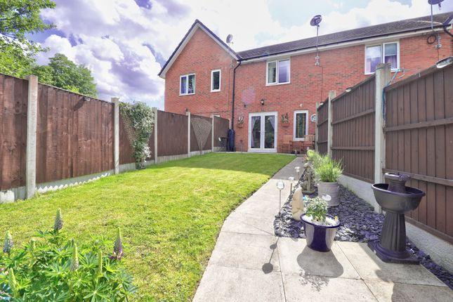Garden Pic1 of Shorrock Lane, Blackburn BB2