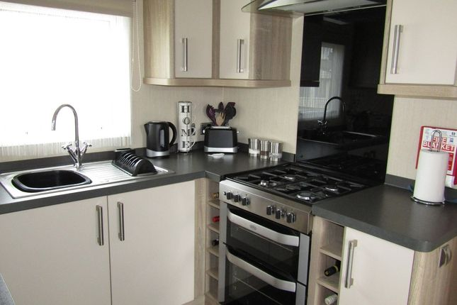 Thumbnail Mobile/park home for sale in Selsey, Chichester