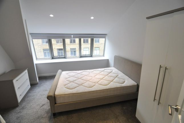 2 bed flat to rent in 302, Vincent Street, Bradford