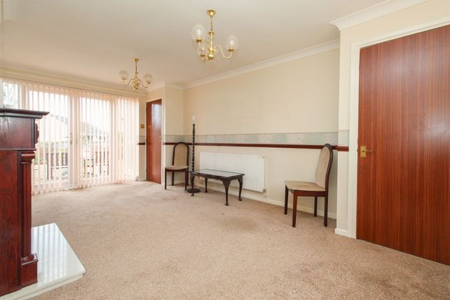 Living Room of Yarncliff Close, Chesterfield S40