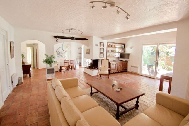 St Raphaël - 4 Bedroom Villa In Beautiful Area