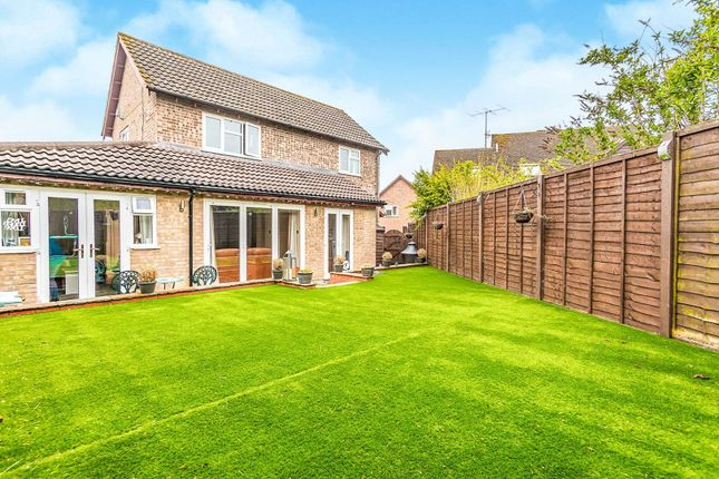 Thumbnail Detached house for sale in Sarisbury Close, Tadley