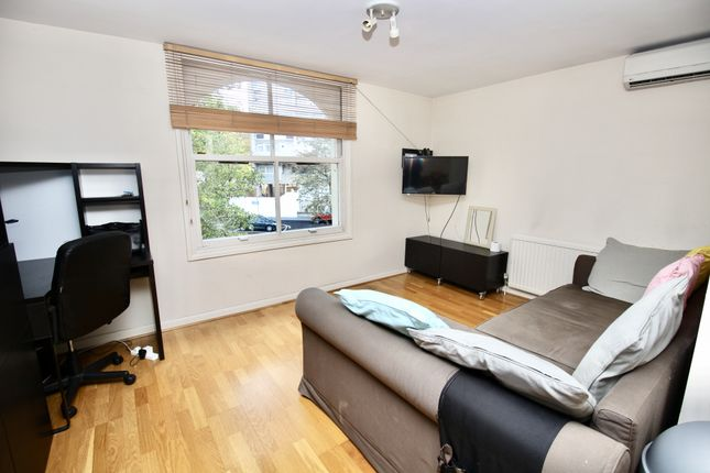 2 bed flat to rent in Lanark Road, Maida Vale W9
