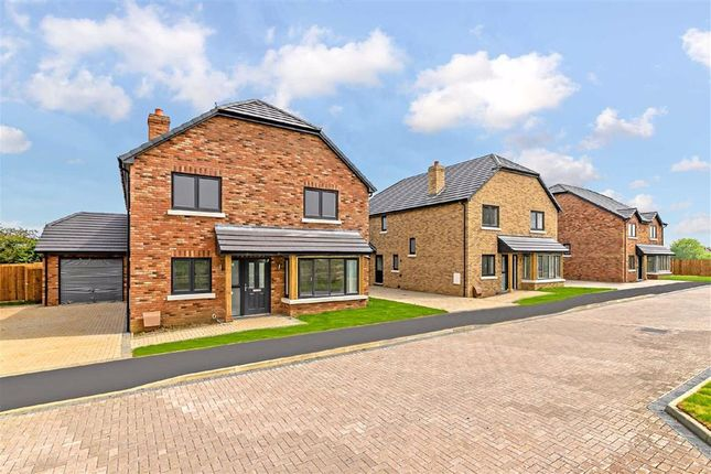 4 bed detached house for sale in Earl Close, Clifton, Bedfordshire SG17