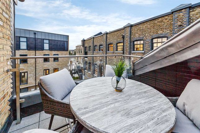 Thumbnail Flat to rent in Oxford Penthouse, Palace Wharf, Rainville Road, London
