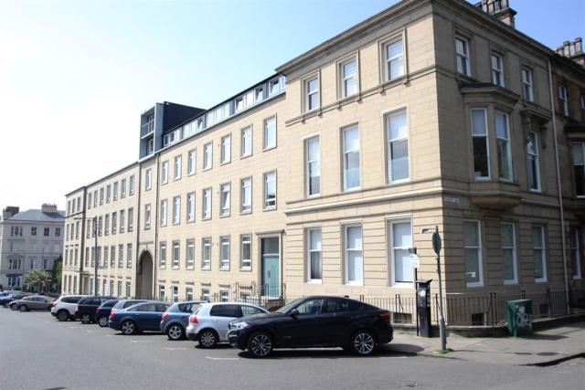 Thumbnail Flat to rent in Clairmont Gardens, Glasgow, 7Lw