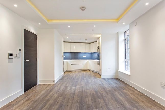 Thumbnail Flat for sale in Wellgarth Road, London