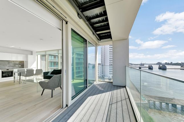 Thumbnail Flat to rent in Liner House, Royal Wharf, London