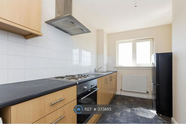 Thumbnail Flat to rent in Lomond Crescent, Dunfermline