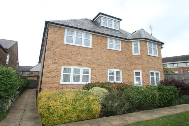 Thumbnail Flat to rent in Thorpe Road, Staines