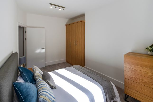 Bedroom of South Parade, Nottingham NG1
