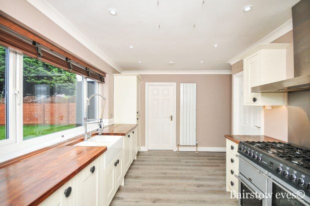 Thumbnail Detached house to rent in Round Grove, Croydon