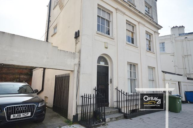Thumbnail Maisonette to rent in Carlton Crescent, Southampton, Hampshire