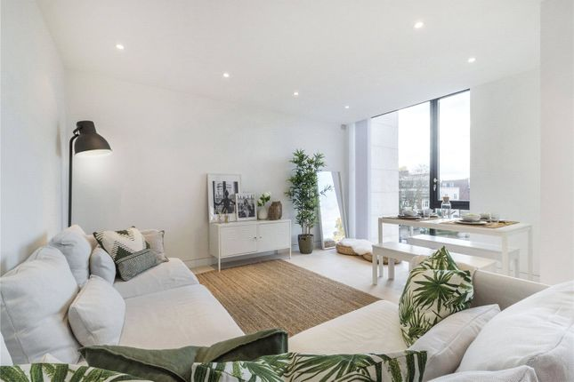 Flat to rent in Latitude House, Oval Road, London