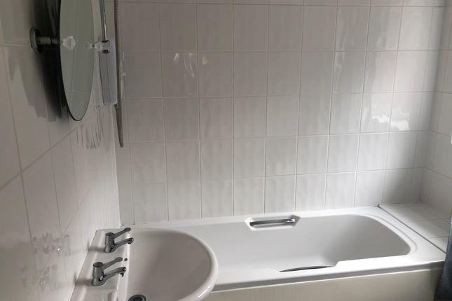 Bathroom of The Avenue, Pakefield NR33
