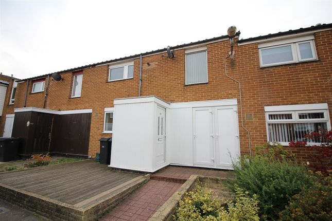 Thumbnail Property to rent in Moorfield, Harlow