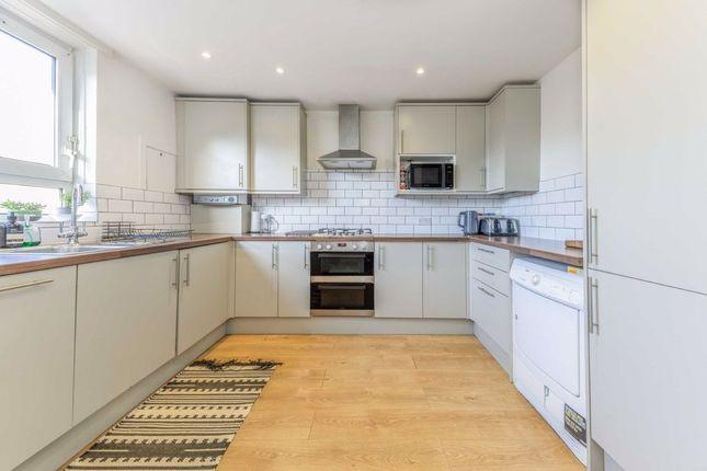 2 bed flat for sale in Jansen Walk, London SW11