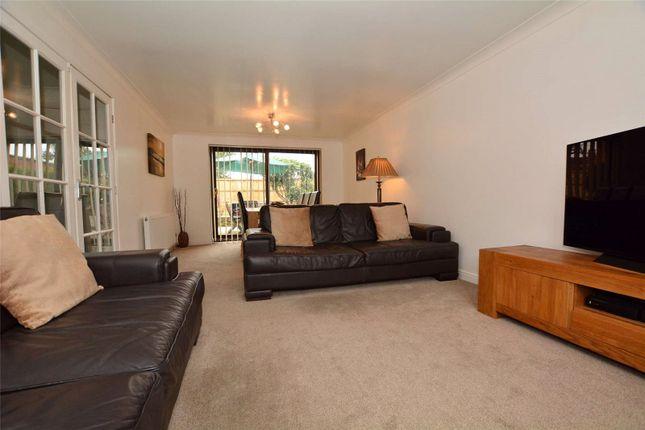 Picture No. 22 of Oakwood Drive, Rothwell, Leeds LS26