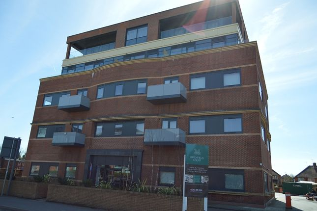 Thumbnail Flat to rent in Bath Road, Slough, Berkshire.