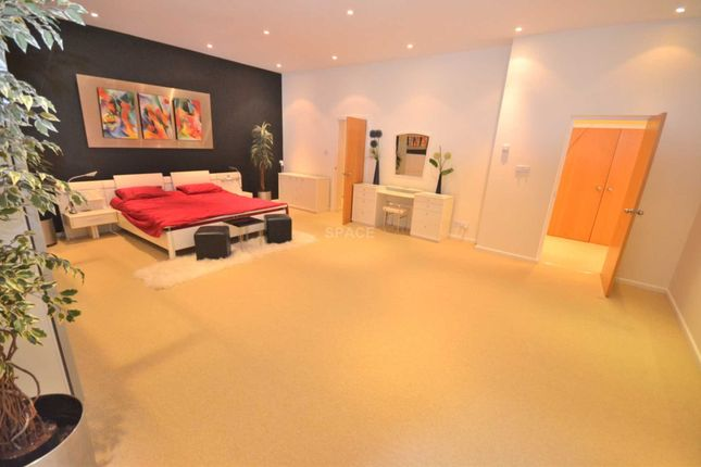 Thumbnail Penthouse to rent in Claire Court, Fairway Avenue, Reading, Berkshire