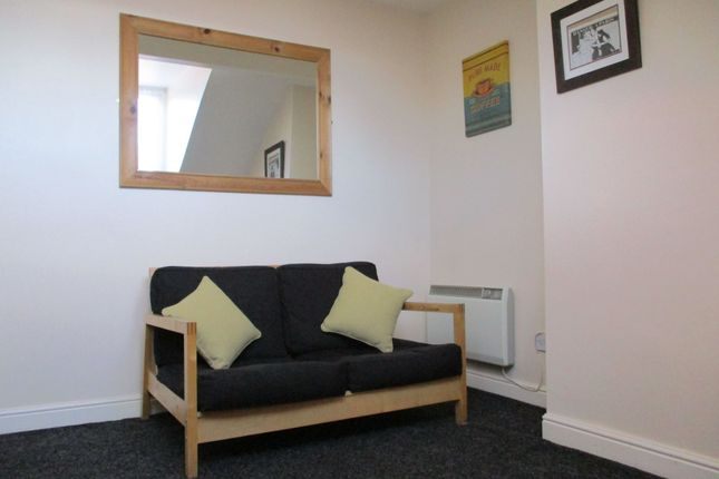Thumbnail Flat to rent in Woodview Terrace, Beeston, Leeds