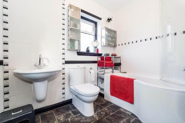 Bathroom of Colvin Gardens, Ilford IG6