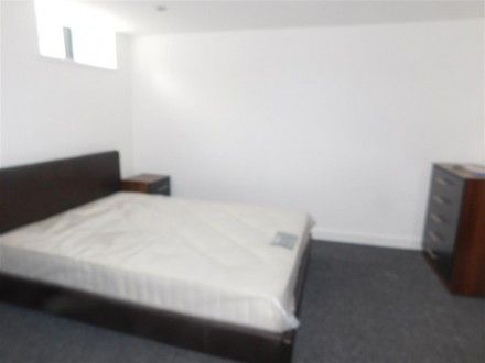 Flat for sale in Jubilee Drive, Liverpool