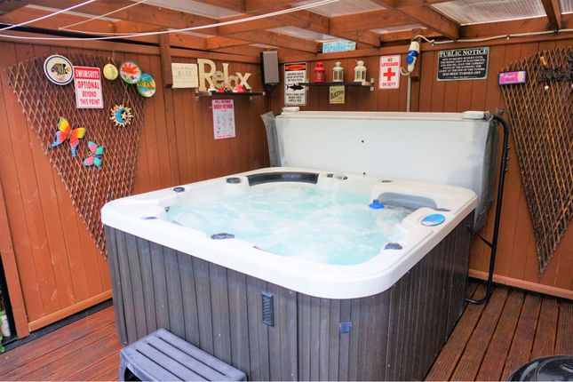 Hot Tub of Olympic Close, Glenfield LE3