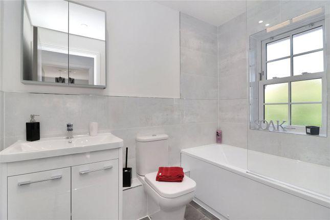 Bathroom of Lake View, Hyde Lane, Frogmore AL2