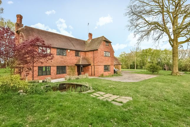 Thumbnail Detached house to rent in Oakwood, Dippenhall Road, Dippenhall, Farnham, Surrey