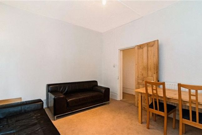 2 bed flat to rent in Bedford Hill, London