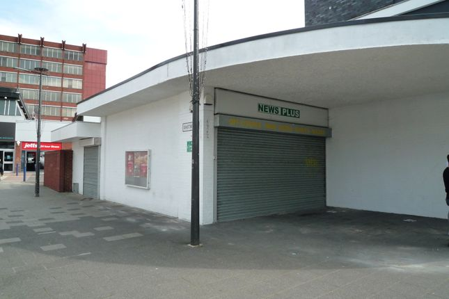 Retail premises to let in Queensmead, Farnborough