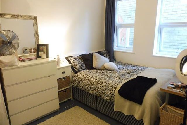 Thumbnail Flat to rent in Maxwell Road, Winton, Bournemouth