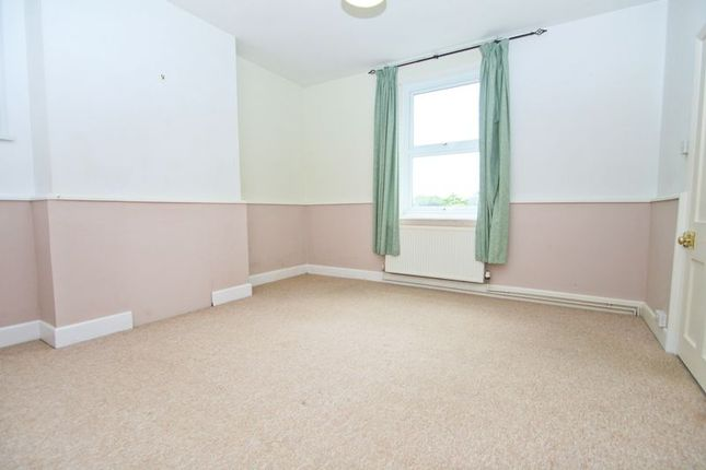 Bed 1 of Crescent Road, Shanklin PO37