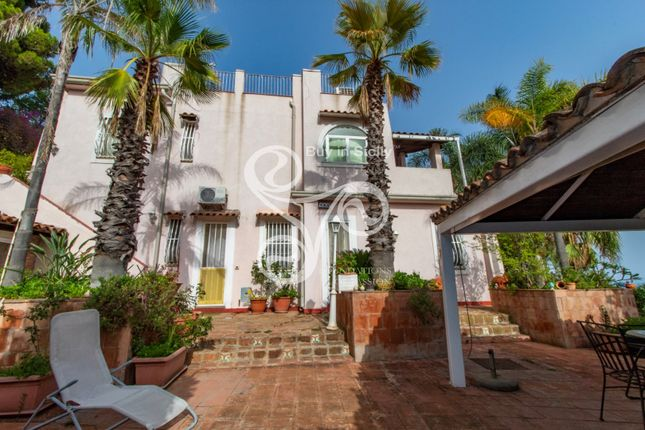 Villa for sale in Cannizzaro, Aci Castello, Catania, Sicily, Italy