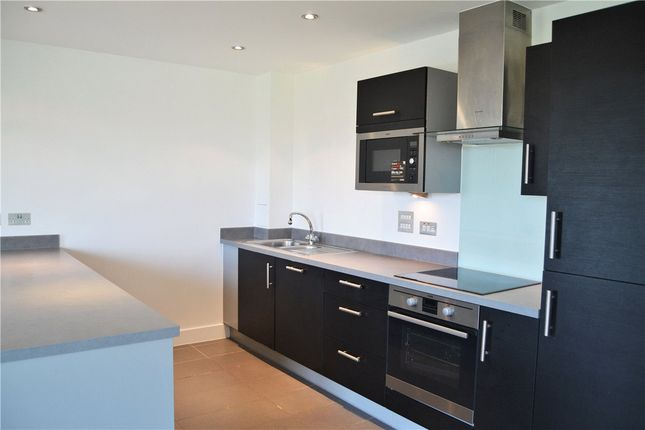 2 bed flat to rent in Parkway, Newbury, Berkshire RG14