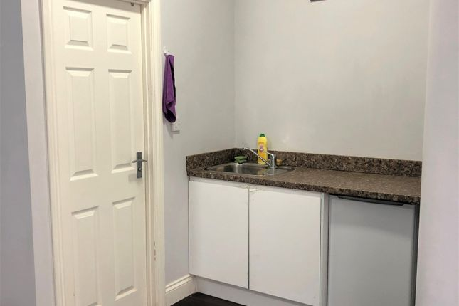 Studio to rent in Blythswood Road, Seven Kings, Ilford IG3