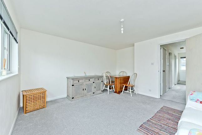 Photo 17 of Ruskin Way, Colliers Wood, London SW19