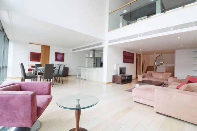 Thumbnail Flat to rent in No. 1 West India Quay, 26 Hertsmere Road, Canary Wharf, London