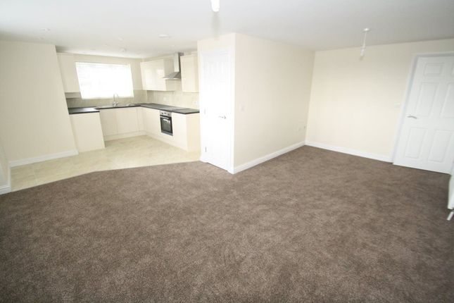 Thumbnail Flat to rent in London Road, Benfleet