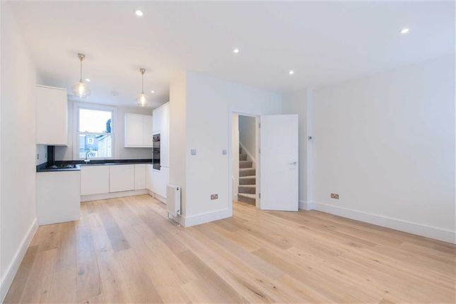 Thumbnail Flat for sale in Leythe Road, Acton, London